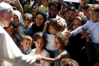 pope-with-refugees